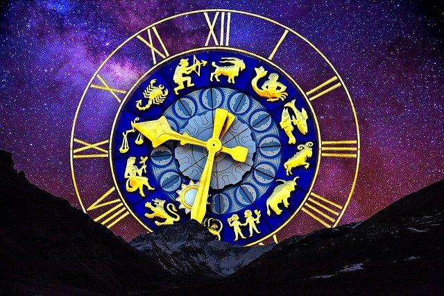 Quelle est la différence entre l'astrologie et la voyance?